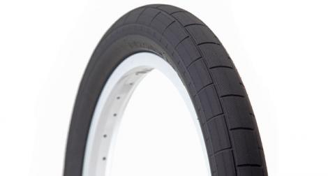 demolition pneu momentum noir