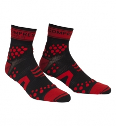 compressport paire de chaussettes racing socks v2 trail noir rouge