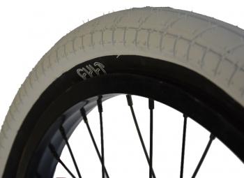 cult pneu chase dehart blanc noir