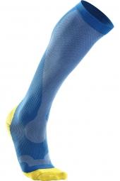 2xu chaussettes de compression performance run bleu jaune femme