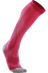 2xu chaussettes de compression performance run rose fonce
