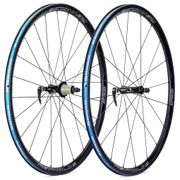 paire de roues reynolds attack 29mm carbone pneu corps shimano sram