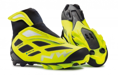 paire de chaussures northwave celsius arctic 2 gtx black yellow