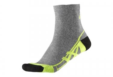 asics chaussettes 2000 series quarter gris jaune