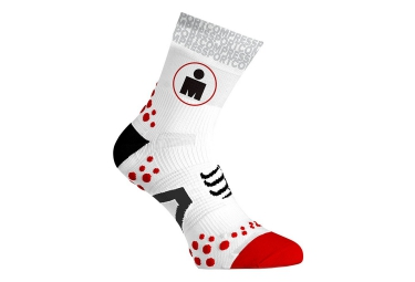 paire de chaussettes compressport pro racing socks v2 1 ironman blanc rouge