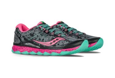 paire de chaussure trail femme saucony nomad tr gris rose vert