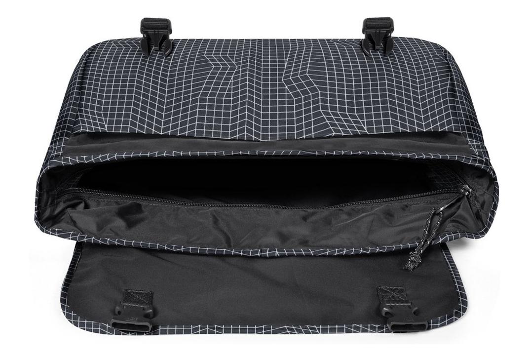 les dernières nouveautés livraison gratuite Royaume-Uni Eastpak Delegate Bag EK07667Q Non Communiqué Sac de sport Noir