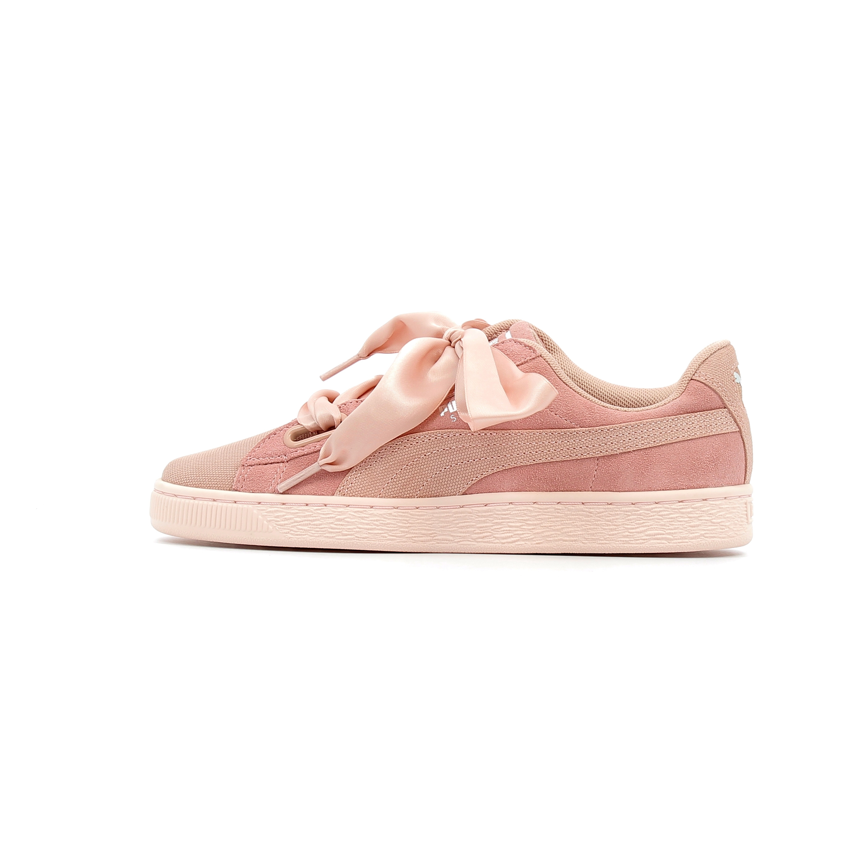 c51c0d188687 Baskets basses Puma Suede Heart Pebble | Alltricks.com