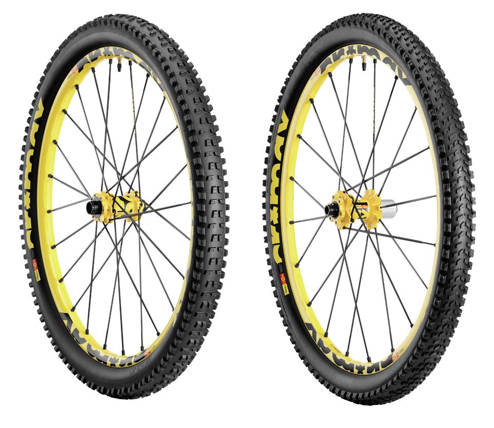 mavic paire de roues crossmax enduro 27 5 39 39 pneus charge et roam xl. Black Bedroom Furniture Sets. Home Design Ideas