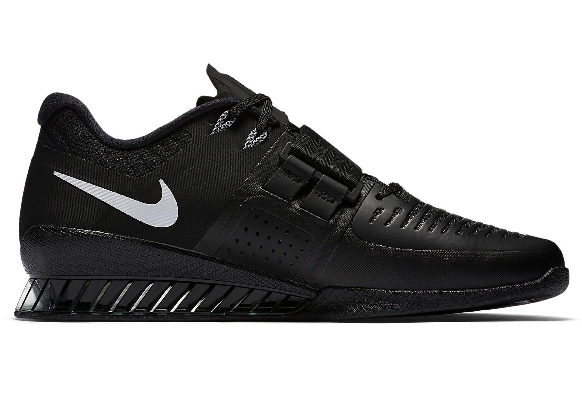 chaussures de cross training nike romaleos 3 noir. Black Bedroom Furniture Sets. Home Design Ideas