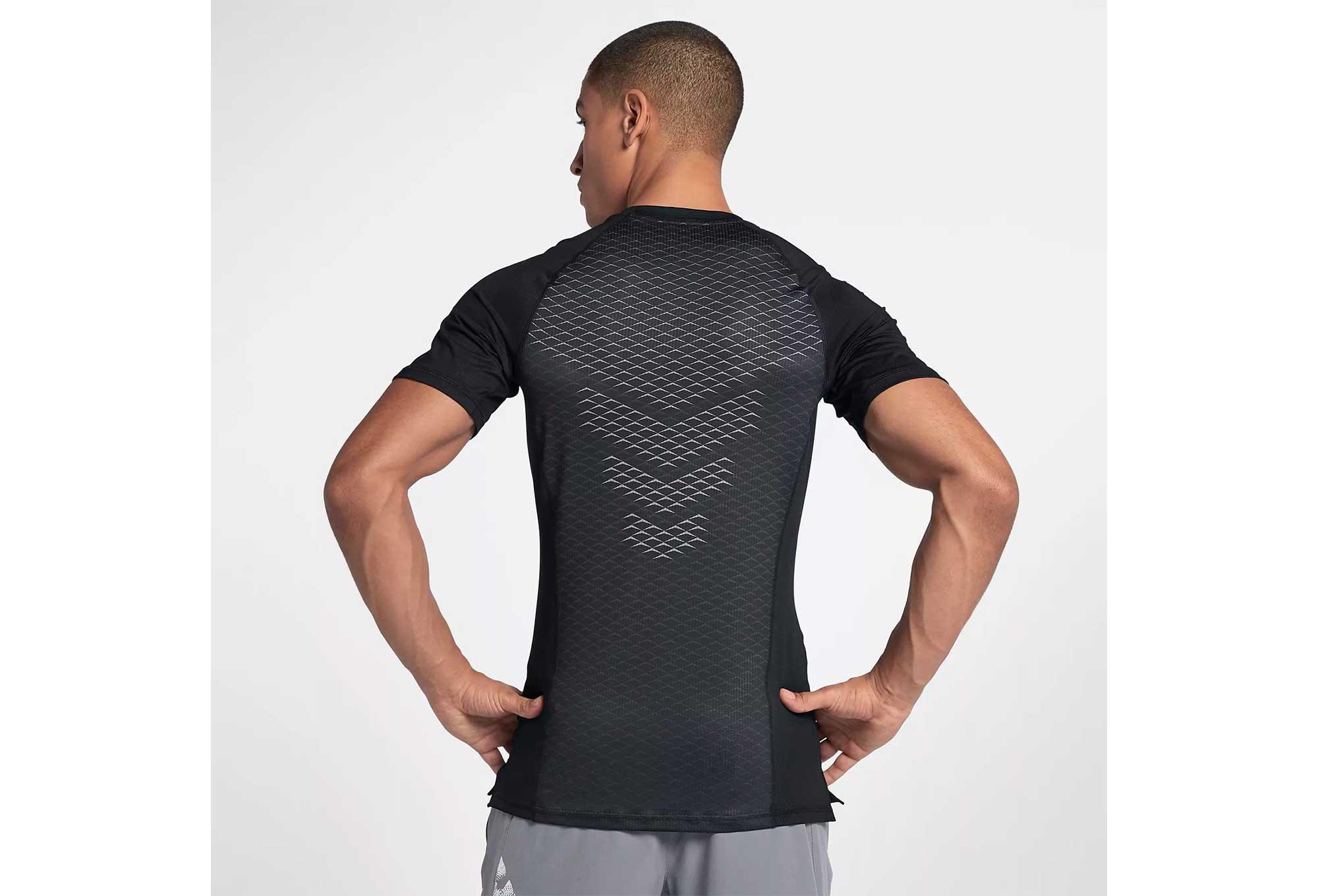 Camiseta de mangas cortas Nike Pro HyperCool negra  a46746770d30a