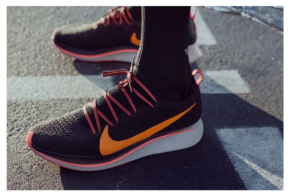 b57c2cbc796 Chaussures de Running Nike Zoom Fly Flyknit Noir   Orange