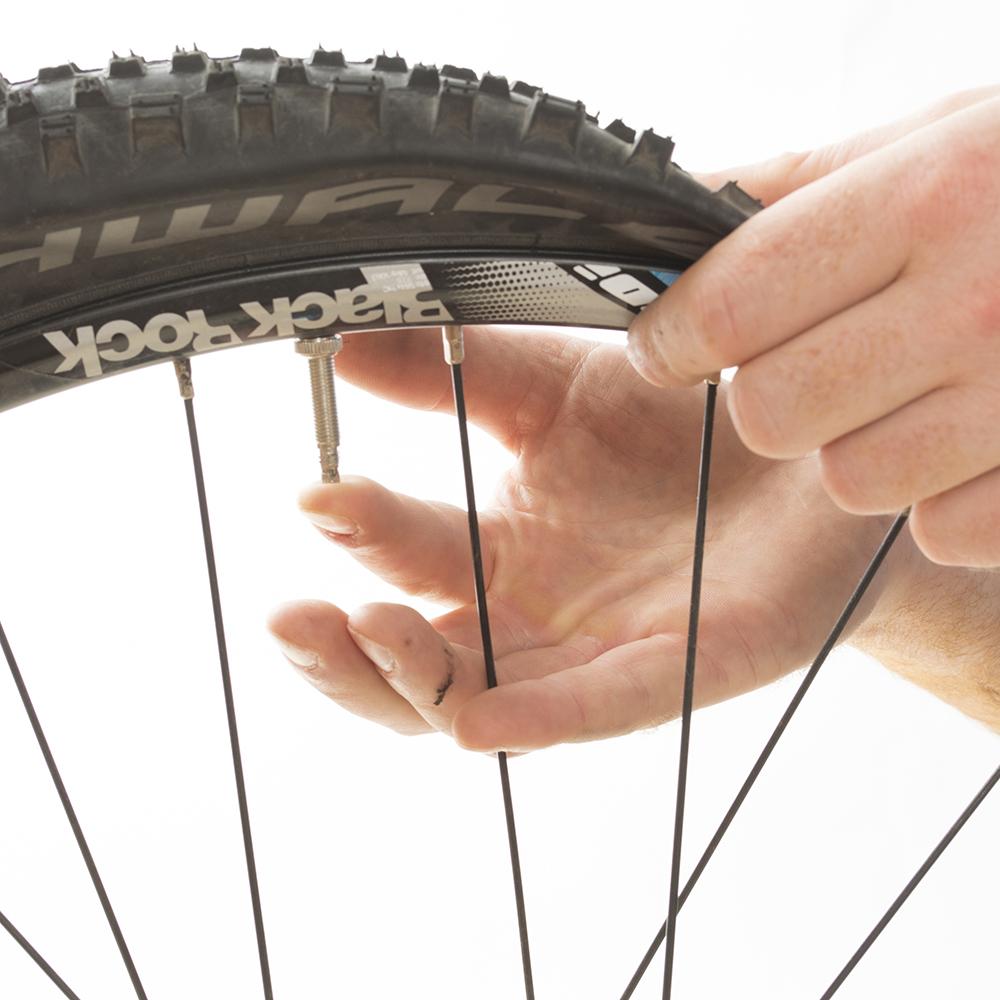 Dégonflez totalement le pneu
