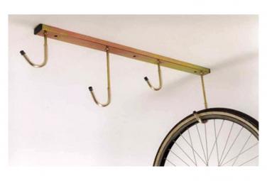 Range vélos au plafond 4 crochets .
