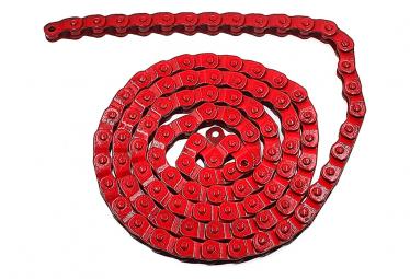 Chaine rouge à demi maillon pour vélo fixie .