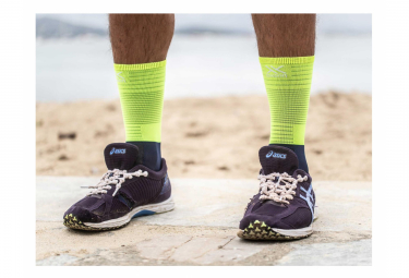 Paire de Chaussettes de Compression Compressport Mid Compression Socks Bleu Jaune