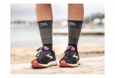 Paire de Chaussettes de compression Compressport Mid Compression Socks Noir Gris