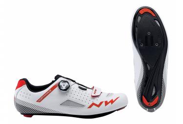 Par de zapatos Core Plus Blanco / Rojo