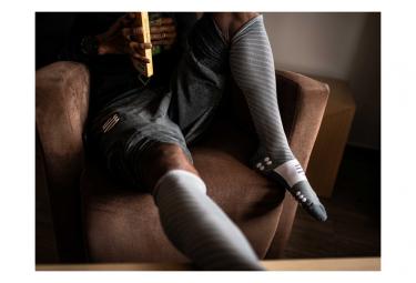 Chaussettes de compression Compressport Recovery Gris