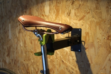 Pied atelier mural - porte-vélo mural - Buzz Rack Wally Work Stand