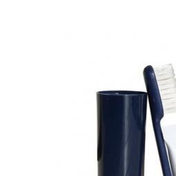 Brosse à dents CAO avec tube de dentifrice Colgate