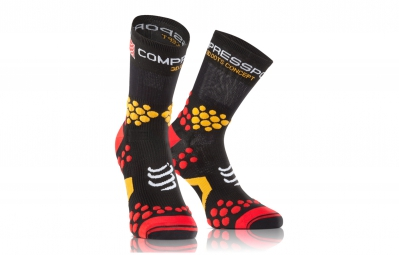 compressport paire de chaussettes pro racing socks v2 1 trail noir rouge 35 38