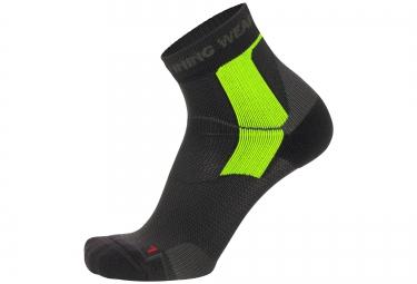 paire de chaussettes thermiques gore running wear essential noir jaune 35 37