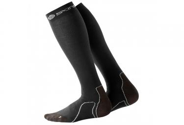 paire de chaussettes de recuperation skins essential noir xs