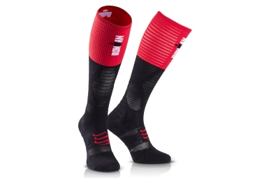 Paire de Chaussettes COMPRESSPORT IRONMAN FULL Socks UltraLight Racing Noir/Rouge