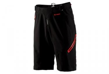 short avec peau 100 airmatic noir rouge 32