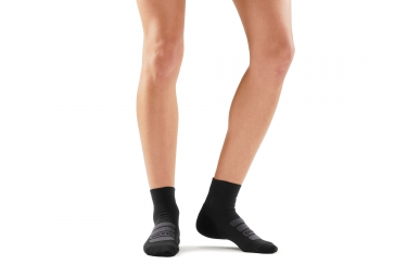 Skins Essentials Seamless Performance 1/4 Socks Black Unisex