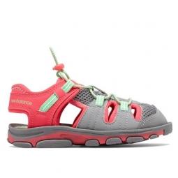 New balance kids adirondack sandal 26