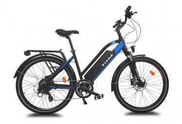 Vélo VTC électrique VIENA bleu 26'' , Batterie Lithium (Cellules Samsung) 840 Wh (48 V et 17,5 Ah), moteur UBKSystems 350 W , Taille 45, Freins hydrauliques Shimano. Livré 85% monté.