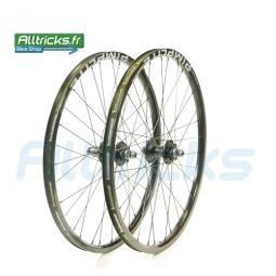 ATOMLAB PimpLite Limited Paire de roues Noires Disque 6TR 26'' 20mm